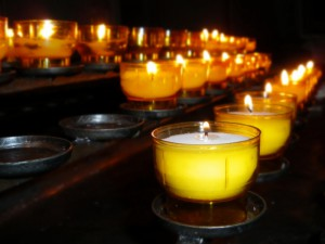 494093-church-candles